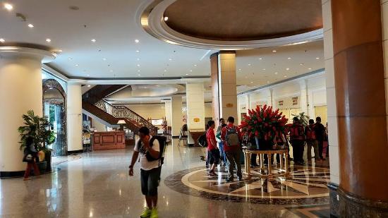 Grand Bluewave Hotel Shah Alam : The lobby.