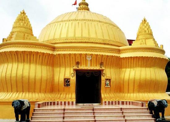 Palanpur, India: Varai Dham Golden Temple