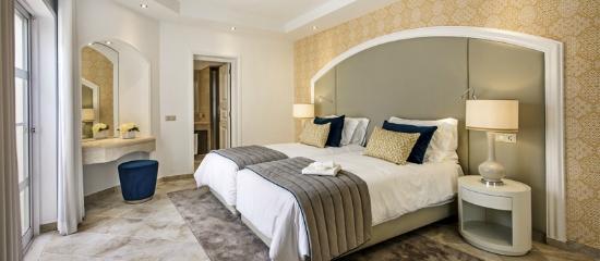 Four Seasons Fairways: Newlook Villa Guest Suite Bedroom (yellow)
