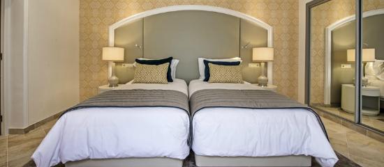 Four Seasons Fairways: Newlook Villa guest suite detail