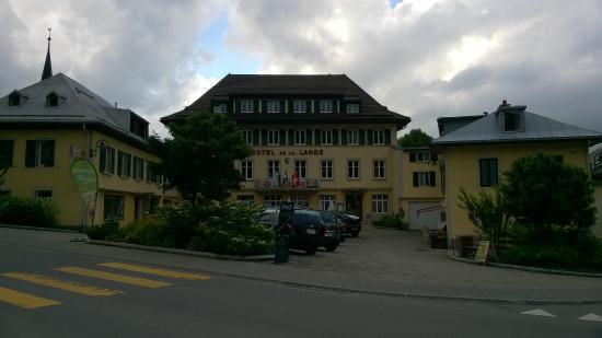 Hotel de la Lande : Vue de l'hôtel depuis la rue