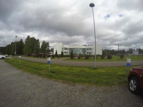Yliharma, Finlandia: Uusipuoli julkisivu