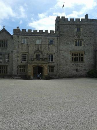 Kendal, UK: Outside front of castle