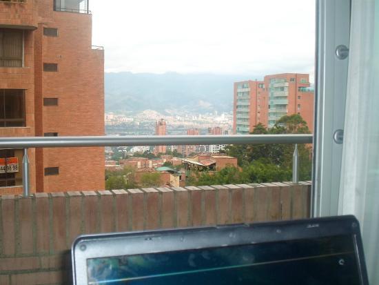 Best Western Sky Medellin Hotel: Vista diurna hacia la ciudad