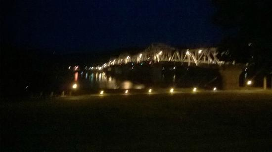 Riverboat Inn and Suites: This is the view of the bridge From Indiana to Kentucky.