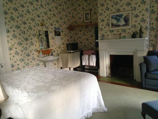 The Jeremiah Mason B&B : The room next door to ours, with a king-size bed instead of a queen