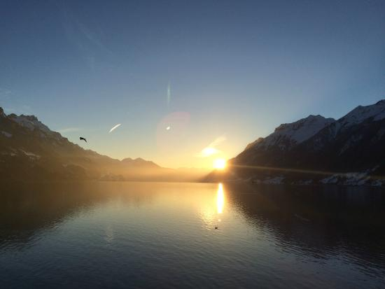 Lake Brienz: Brienzersee Sonnenuntergang im Winter