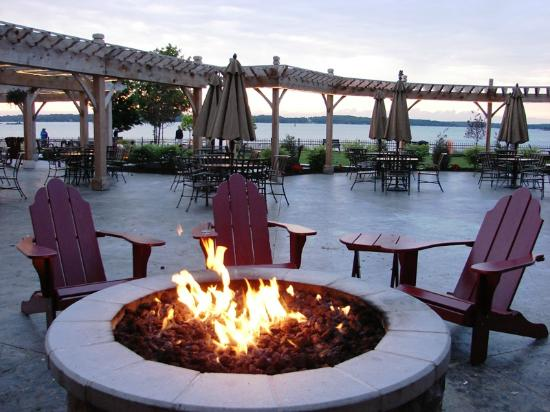 1000 Islands Harbor Hotel Nightly Fire Pit