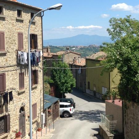 Sassofortino, Włochy: Sassoferrino vista verso il paesaggio