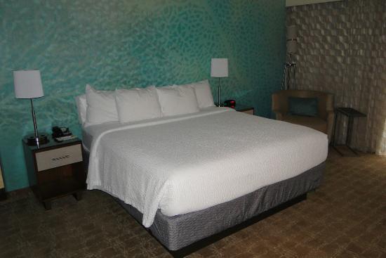 Fairfield Inn & Suites Yuma : King-size bed