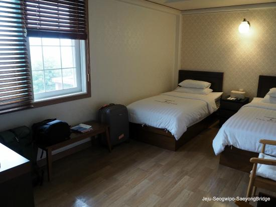 Tae Gong Gak: Spacious room.