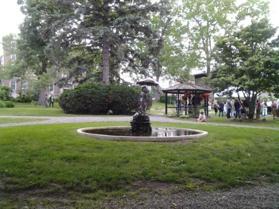 Seward House: yard, fountain