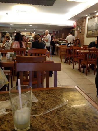 Restaurante Estacao Sabor: a arrumação tranquilidade do restaurante silencioso
