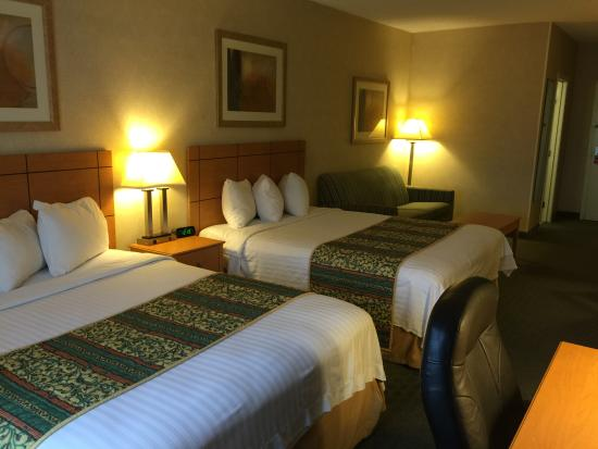 Econo Lodge Topeka: 2 queen bed