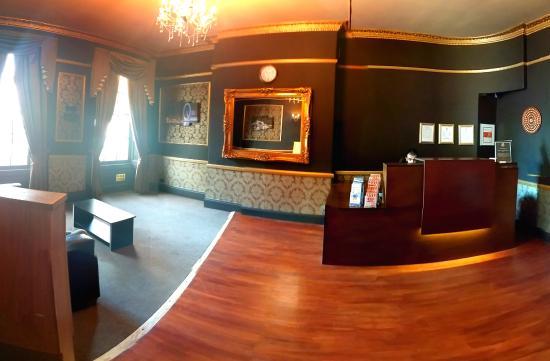 Somerset Hotel : LOUNGE