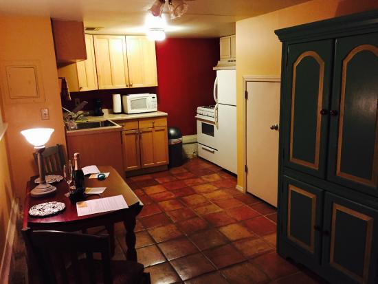 B&W Courtyards : sala/cucina della barbados suite