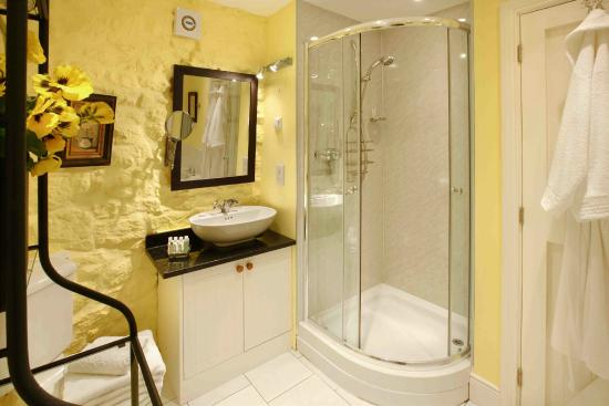 Outchester And Ross Cottages: The Ducket Bathroom