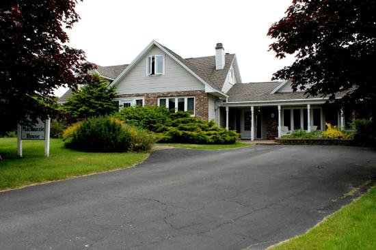 Mackenzie House Tourist Home: MacKenzie House Main Entrance