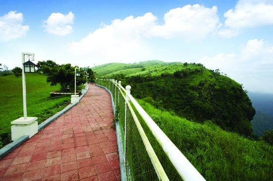 Green Berg Holiday Resorts : Our Walkway and Viewpoint