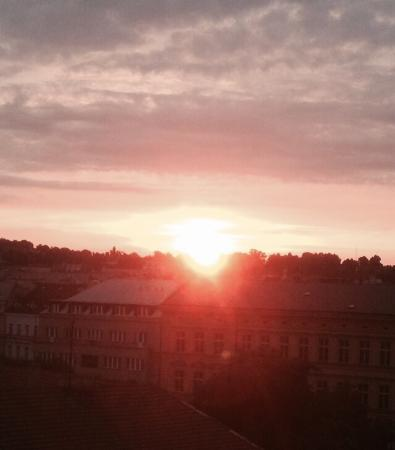 Rybna 9 Apartments: Por do sol em Praga, visto do apartamento.