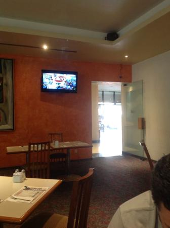 Hotel Sevilla: Restaurante con TV