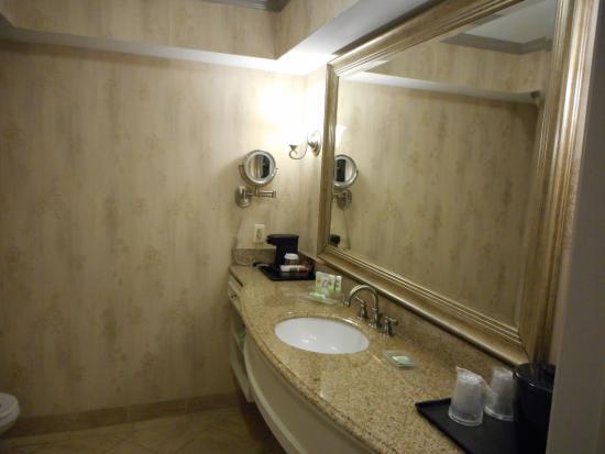 Country Inn & Suites by Radisson, Metairie (New Orleans), LA: Spacious Bathroom