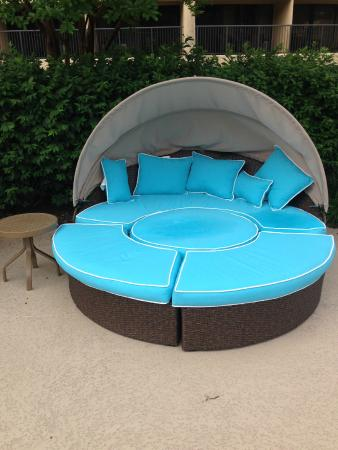 DoubleTree by Hilton Williamsburg : New Pool Furniture