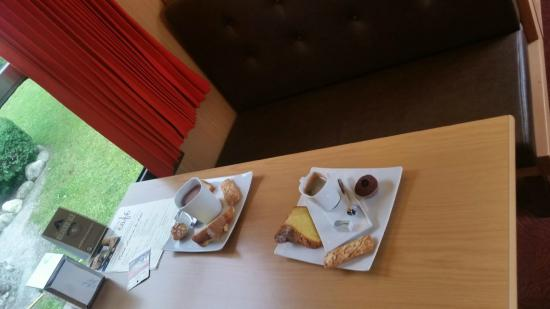 Biscuiterie Vedere : Cafe and chocolat gourmands at the tea house.