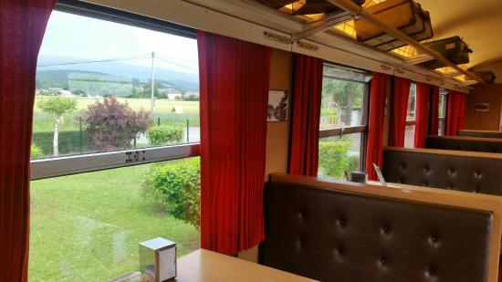 Biscuiterie Vedere : The renovated train car also has a view of the mountains