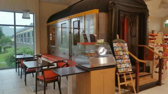 Biscuiterie Vedere : Tea house in an old train car!