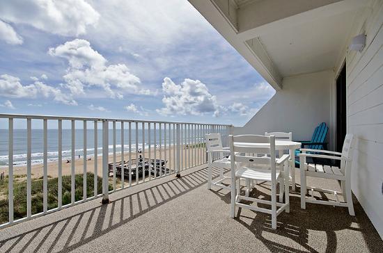 John Yancey Oceanfront Inn: Private terrace - PH unit