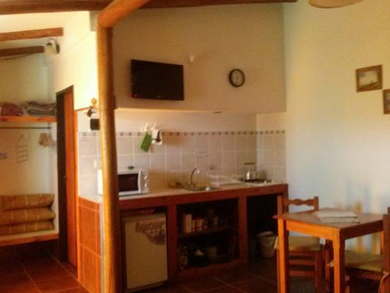 Cabanas La Gloria: Sector Cocina-Comedor. Cab.1