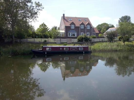 Gloucester and Sharpness Canal : Walking along the tow path