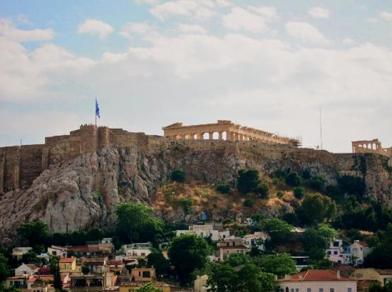 Central Athens Hotel: Striking view of the Acropolis and Plaka from the rooftop bar/cafe.