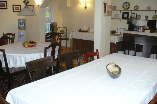 Auld Farm Inn B & B: lovely dining area