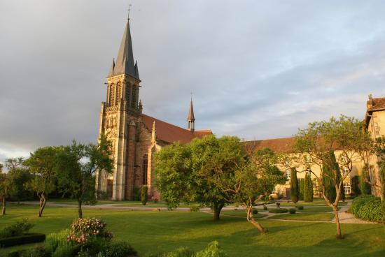 Le jardin la fran aise le soir picture of abbaye for Jardin a la francaise