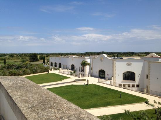 DoubleTree by Hilton Acaya Golf Resort-Lecce: View to the spa restaurant bar etc