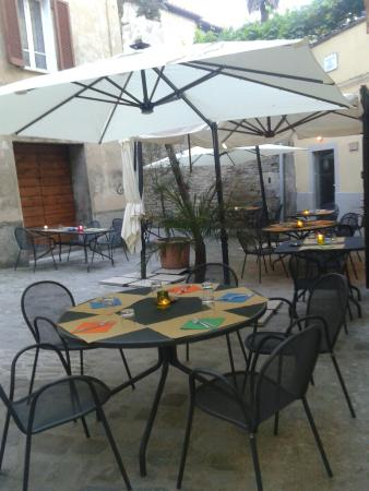 Ristorante Vineria Del Vasaio: Outdoor d'estate
