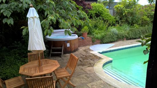 Chiltern Valley Bed & Breakfast: Pool and Hot Tub