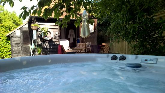 Chiltern Valley Bed & Breakfast: View from Hot Tub