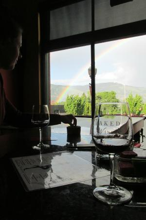 Naked Winery : Rainbow and wine = nice time.