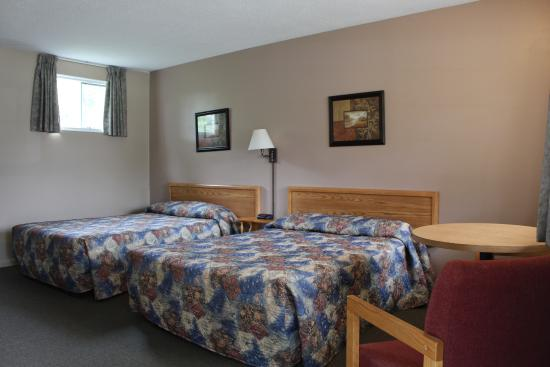 Colonial Resort & Spa: Standard room--2 double beds