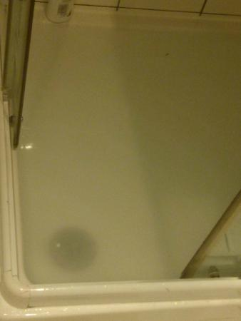 Hotel Boissiere : common shower drain issue
