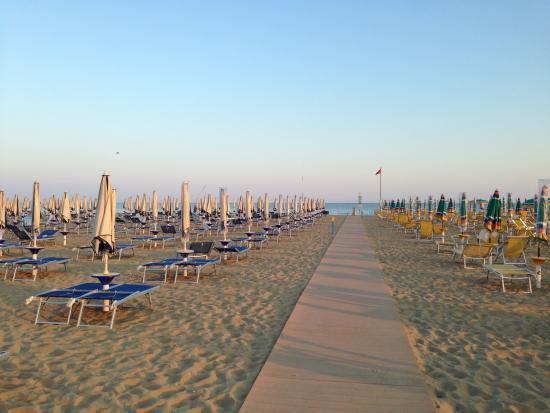 Aparthotel Imperial: Strand: sauber und weitläufig!