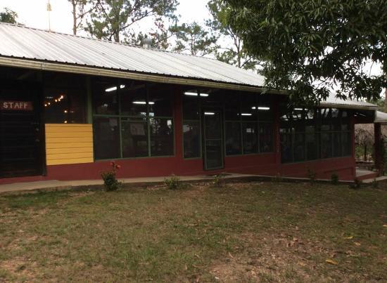 Monkey Bay Wildlife Sanctuary: Dining Hall at Monkey Bay