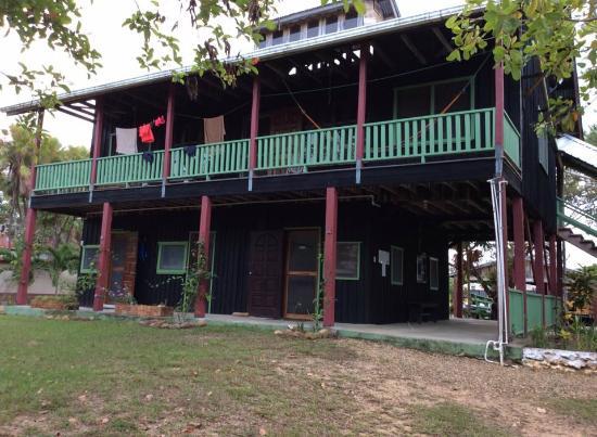 Monkey Bay Wildlife Sanctuary: Office on lower level; dorm above at Monkey Bay
