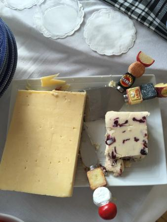 Castle View Guesthouse: Cheese
