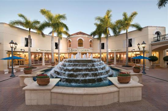 Estero, FL: Bloomingdale's The Outlet Store at Miromar Outlets