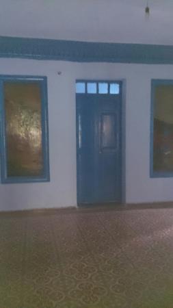 Hotel Salam: Un lugar tranquilo, aunque el baño es compartido, en la habitación teníamos un lavabo.