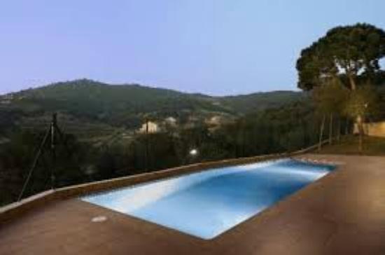Hotel Porta d'Alella: piscina atardecer